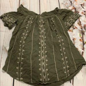🎄Knox Rose Off the shoulder olive green shirt